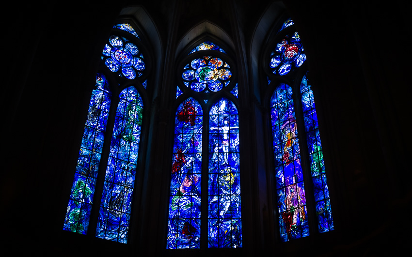 Stained glass artwork by Marc Chagall in the axial chapel of the Cathedral - Photo by Asgeir Pedersen, Spots France