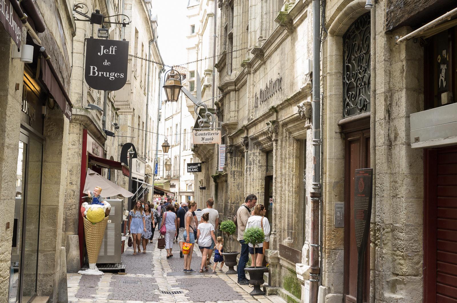 Rue Limogeanne - Photo by Asgeir Pedersen, Spots France